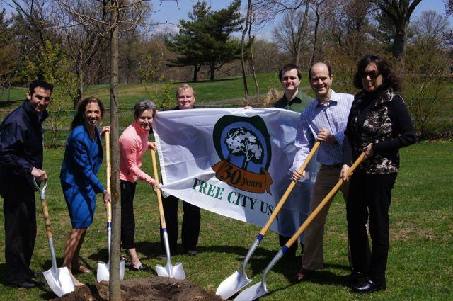 Arbor Day 2013 at the Scarsdale Pool